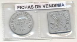 2 FICHAS DE VENDIMIA VENDANGE GRAPES WINE VINO VINE VINHO - RECOLECCION DE UVAS  Y LA OTRA DE RECOLECCION DE ACEITUNAS - Monetary /of Necessity