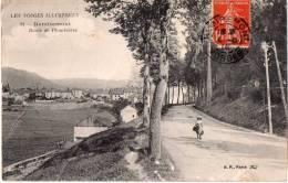 Cpa  1915  REMIREMONT; Route De Plombières   Petite Animation (15.37) - Remiremont