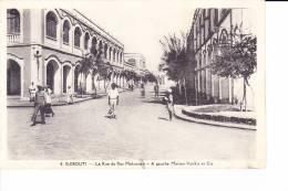 DJIBOUTI  --  La Rue Du Ras Makonnen  -  A Gauche MAison Vosikis Et Cie - Cartes Postales