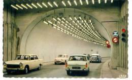 CPSM Beau Plan De 2 Peugeot 404 Dans Le Tunnel Du Mont Blanc Vers 1970 - Voitures De Tourisme