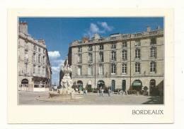 Cp, 33, Bordeaux, Place Du Parlement Dans Le Vieux - Bordeaux