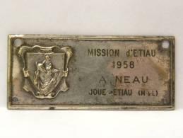 Plaque Métal 7,3 X 3,2 Cm - 49 Maine Et Loire, Mission D'Etiau 1958, A NEAU, Joué Etiau, Gonnord Valanjou - Militari