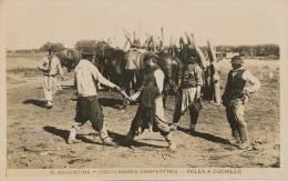 ( CPA ARGENTINE )  COSTUMBRES CAMPESTRES  /  Pelea A Cuchillo  - - Argentina
