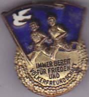 DDR  --  DEUTSCHLAND  --  IMMER BEREIT FUR FRIEDEN UND VOLKERFREUNDSCHAFT - Pin's & Anstecknadeln