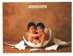 CARTE POSTALE COULEUR.......Anne Geddes...bébés Dans Une Coquille... - Autres