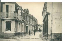 Fouras Les Bains ( Charente Maritime) , Rue De La Plage Et Grand Hôtel - Fouras-les-Bains