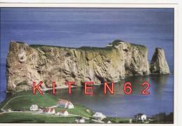 Percé,Gaspésie, Qué.La Croix Et Les Maisons Du Mont Joli.Rocher Gigantesque. - Percé