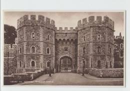 Henry VIII's Gateway WINDSOR CASTLE England Old PC - Windsor Castle