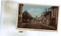 Pont-de-Veyle  01    +Une  Rue -Café Du Stade  Et  Place Avec Voiture - Frankrijk
