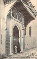 Rabat - Enfants Marocains Accomplissant Leurs Dévotions à La Mosquée - Rabat
