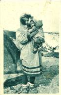 Autres. Une Maman Inuit Et Ses Deux Enfants. - United States