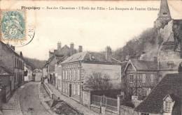 80 - Rue Des Chanoines - L'Ecole Des Filles Et Remparts De L'Ancien Château - Picquigny - Somme -  (voir 2 Scans) - Picquigny