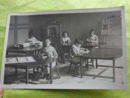 Carte Photo -eleves En Classe -meme Blouse- - Unclassified