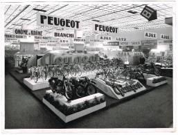Photo Documents : Salon Du Cycle De Gand - Fédération Nationale Des Détaillants Du Cycle - Stand - Ciclismo