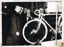 Photo Documents : Salon Du Cycle De Gand - Fédération Nationale Des Détaillants Du Cycle