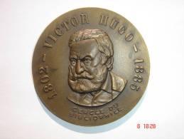 Médaille Victor Hugo - 1802 - 1885 - Cercle Du Bibliophile.Diam.5,5 Cm - Poids 56 Grs.Bon état. - Militari