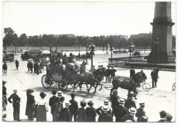 PARIS 1900 , Dilligence Et Autobus Place De La Concorde Plan Animé - Taxis & Fiacres