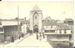 MORET - L´Entrée Du Pont Et La Porte De Bourgogne , Trés Bon état ( Voir Scan ) - Moret Sur Loing