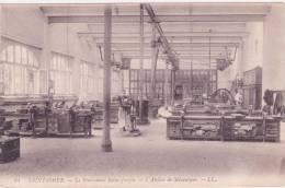 14 SAINT OMER, Le Pensionnat Saint Joseph, L'atelier De Mécanique - France
