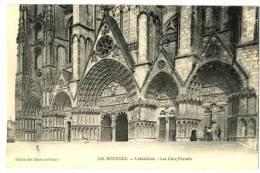 CPA 18 Cher Bourges Cathédrale Les Cinq Portails Animé - Bourges