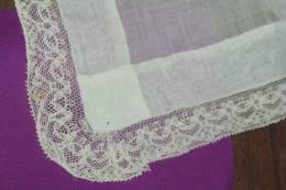 MOUCHOIR ANCIEN DENTELLE Carré Fil De Lin 54 X 54 - Handkerchiefs