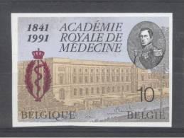 BELGIE - OBP Nr 2416 - ONGETAND/NON-DENTELE (genummerd/numéroté) - Geneeskunde - MNH** -  Cote 10,00 € - Belgique