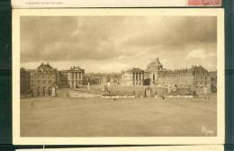 Les Petits Tableaux De Versailles -  Le Chateau , Façade Sur La Cour Des Ministres Et La Place D'armes  - Bch63 - Versailles (Château)