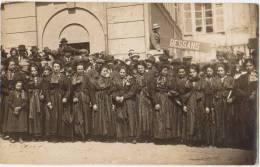 CPA PHOTO 73 BESSANS Groupe De Femmes Costumes De La Région Délégation Du Bourg Rare - Frankrijk