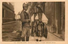Réf : D-13-354 : Balkan Typen Rumänin Im Gesprach Mit Einem österreich Offizier