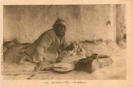 Réf : D-13-355 : Balkan Typen Alte Bettlerin - Albanie