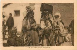 Réf : D-13-356 : Balkan Typen Markfrauen - Albanie