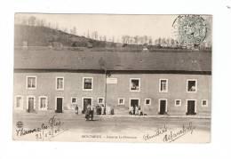 CPA : 55 - Meuse - Montmédy : Caserne La Houssaye : Animation - Bâtiments ... - Montmedy