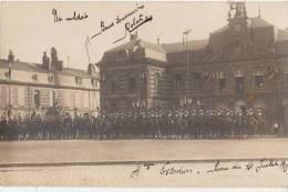 CPA PHOTO 51 SAINTE MENEHOULD Prise D´Armes Du 14 Juillet Soldats Militaires Du 6° Cuirassiers Sur La Place 1913 Rare - Sainte-Menehould
