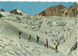 CPM    EN CORDEE PRES DES SERACS   1965       GROUPE D ALPINISTES - Alpinisme