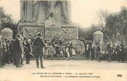 CPA LES FETES DE LA VICTOIRE A PARIS 14 JUILLET 1919 DEVANT LE CENOTAPHE LA DELEGATION ALSACIENNE LORRAINE  PATRIE - Oorlog 1914-18