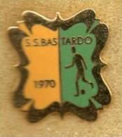 Pq1 Umbria Soccer Pins Distintivi Calcio S.S. Bastardo Football Pins Perugia Sport Pins Umbria - Calcio