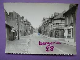 CPA 80 - PERONNE - Rue St Fursy - CAFE - ALIMENTATION - TABAC - PERNOD 45 - - Peronne