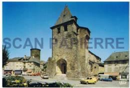 19 Allassac L'Eglise Fortifièe Du XIIè Siècle Au Fond La Tour César - Zonder Classificatie