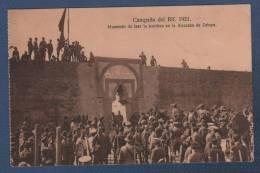 MILITARES - CP CAMPAÑA DEL RIF 1921 - MOMENTO DE IZAR LA BANDERA EN LA ALCAZABA DE ZELUAN - Otras Guerras