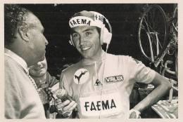 Eddy MERCKX- Maillot Jaune Lors De La 12e étape Du Tour De France 1969, Interviewé Par Luc Varenne. - Famous People