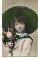 Tres Jolie Petite Fille Brune Au Grand Chapeau Col Marin - Portraits