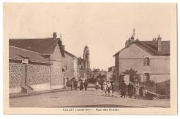 Cpa: 44 VALLET (ar. Nantes) Rue Des Ecoles (animée) - Autres Communes