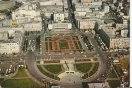 BREST .La Place De La Liberté, L'hotel De Ville Et Le Monument Aux Morts. - Brest