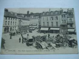 84 MORLAIX - Place Emile Souvestre Et La Mairie Jour De Marché - Morlaix