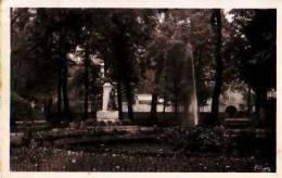 Lunel   62          Le Parc. Statue Henri De Pornier  . - Lunel