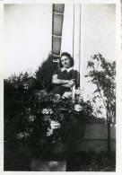 Saintes Jeune Femme (17) - Personnes Anonymes