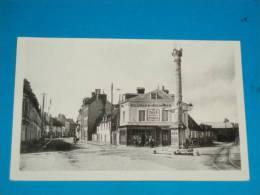 61) Argentan - N° LL.12 - Les Trois Croix Et Rue De Paris ( Café Des Trois Croix )  - Année  - EDIT - Cap - Argentan
