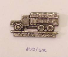 TATRA 1944 - AUTO HISTORY - VOITURE MOTO CAMION CAR TRUCK LKW Lastwagen, Old Engine - Badges