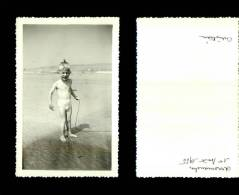 Photographie-256   Arromanches 1955 Plage Enfant    Photo Originale - Photographie