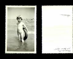 Photographie-259   Arromanches 1955 Enfant Plage    Photo Originale - Photographie
